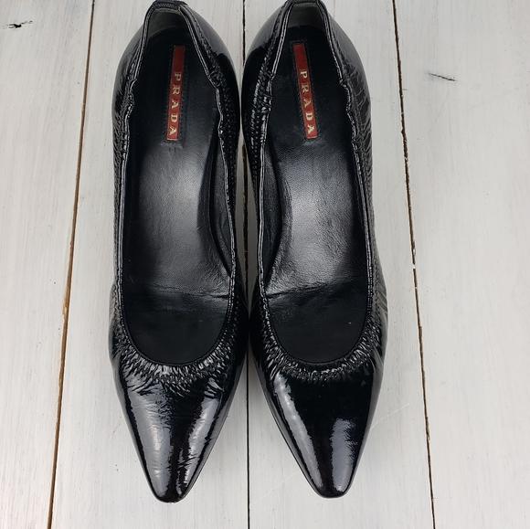Prada patent leather pointy toe heels 37/7